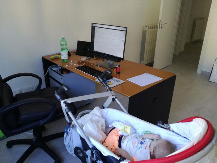 Bimbi in ufficio